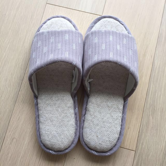 BNWOT grey bedroom slippers
