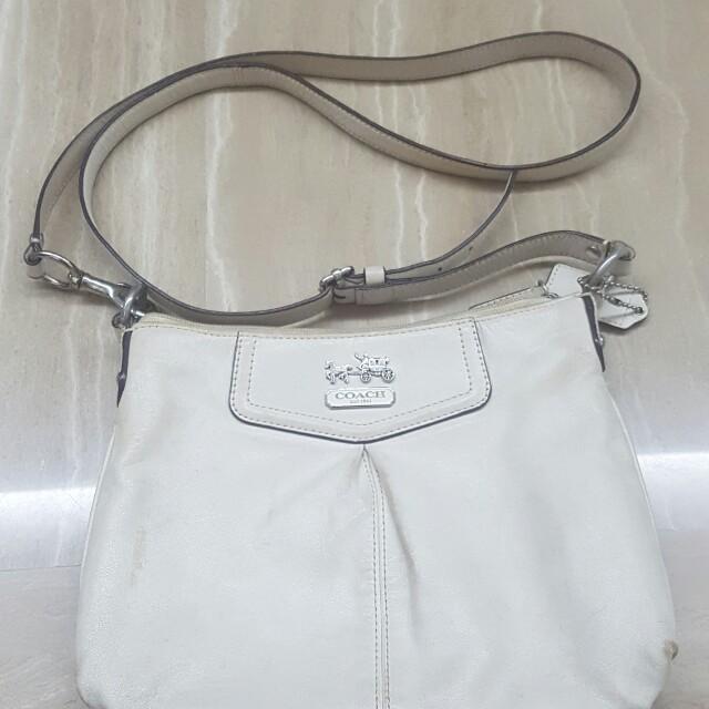 af786ad4 Coach sling bag ladies white