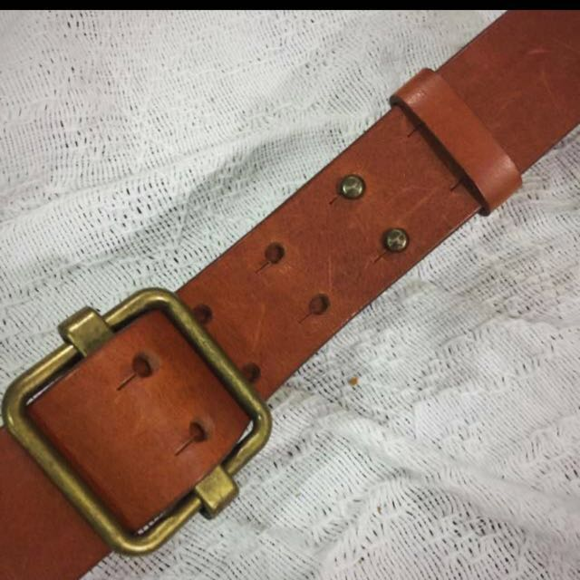 FREE SHIPPING!! Mango Leather belt