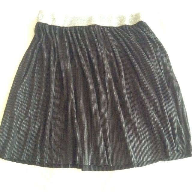 H&M black skirt with metalic effect
