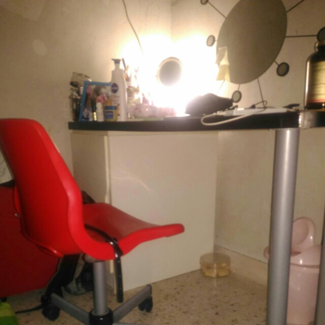 Ikea study table (including chair)