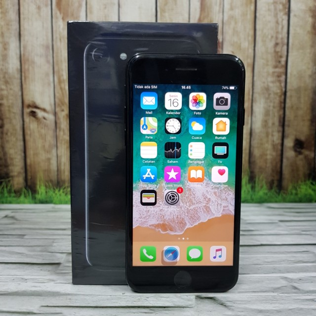 iPhone 7 128GB Jet Black super Mulus fullset Masih garansi inter singapore ZP ( ITC Cempaka Mas )