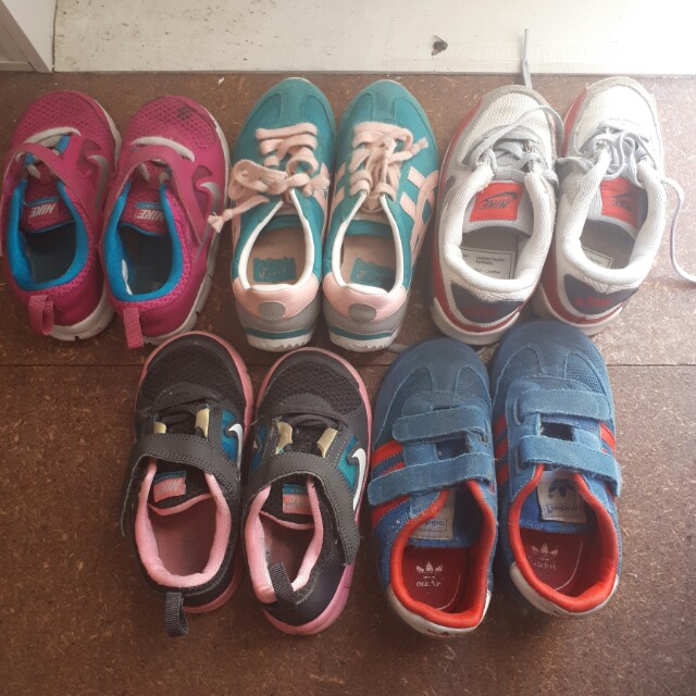 Kids senakers shoes size 8-9 us