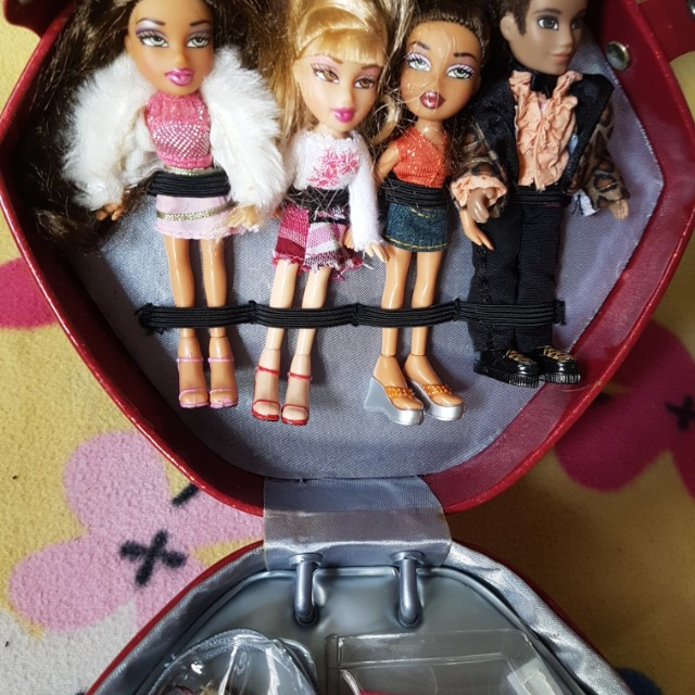 "Lil Bratz Red Lip Carry with 4pcs 5""dolls"