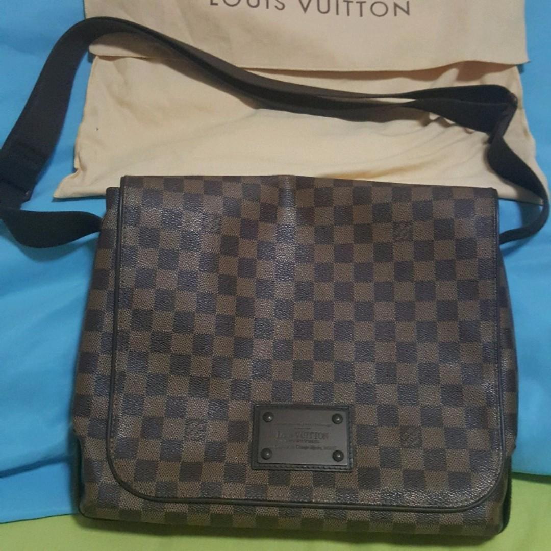 d87a56e544c1 Louis Vuitton Damier Canvas Brooklyn MM Messenger Bag (Almost Brand New)