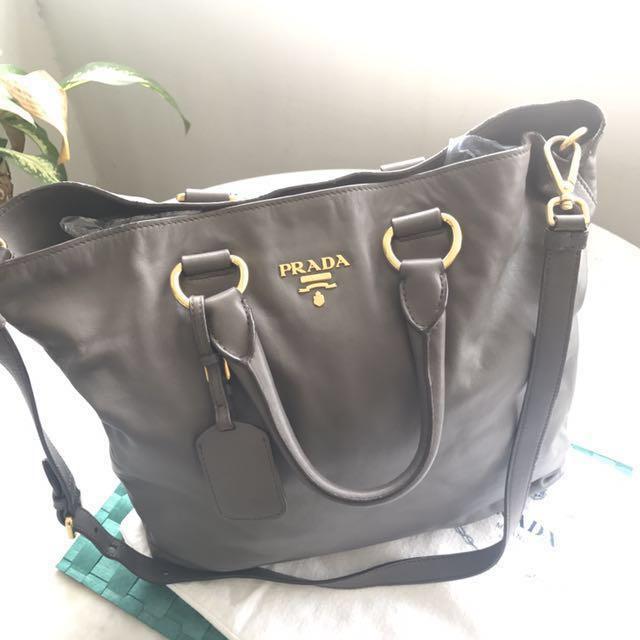 3a5a7fa74585 Pre-Owned Prada Soft Calf Leather Shopping Tote