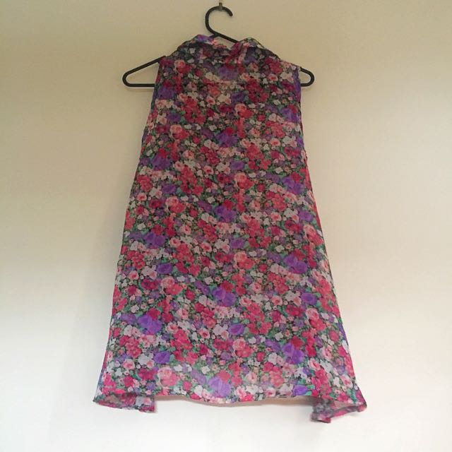 Pretty floral sleeveless top