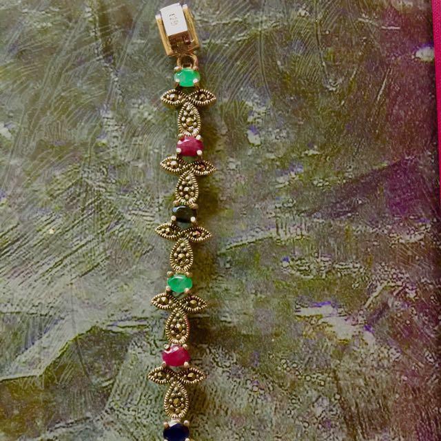 Pure sapphire stones in a beautiful bracelet