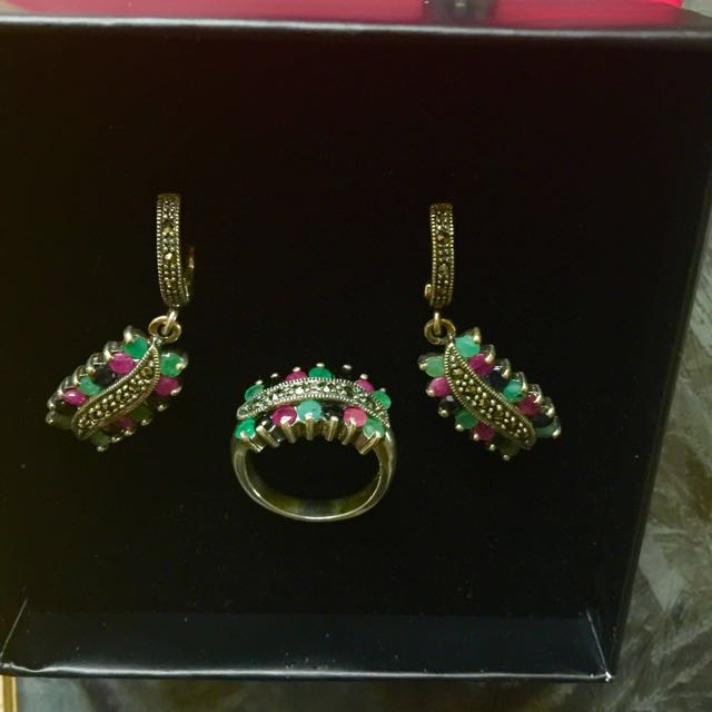 Set of pure real sapphire stones (ring, earrings, necklace)
