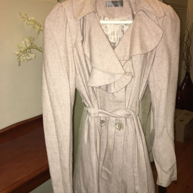 Size 8 sheike coat womens clothes