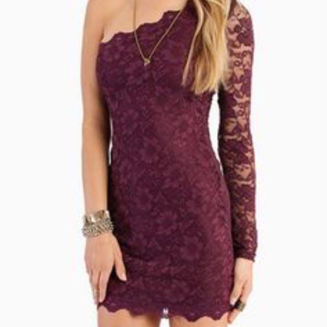 Tobi burgundy lace dress