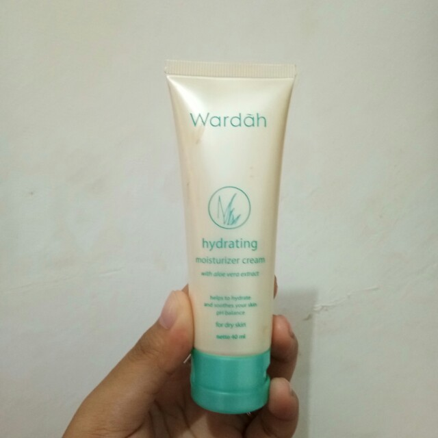 Wardah hydrating moisturizer cream (aloe vera), Health & Beauty, Makeup on Carousell