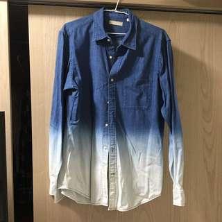 男性藍色漸層長䄂襯衫