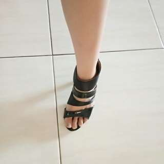 Heels hitam size 37