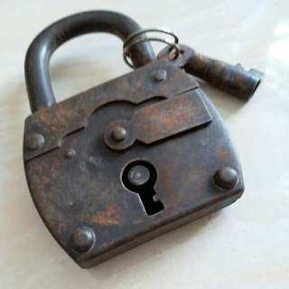 Very old lock with one matched key for collectors items. It works perfectly