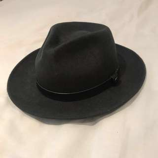Mr. Simple brand fedora