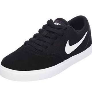 Size 6 Nike SB shoes