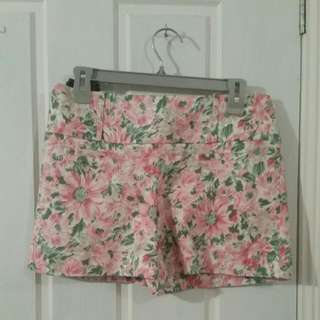 Review Floral Shorts