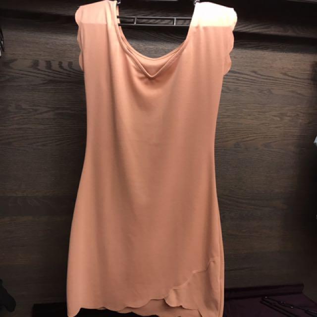 粉橘色連身洋裝