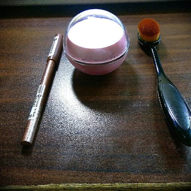 眼線筆、無痕專業粉底刷、修片慕斯 #手滑買太多