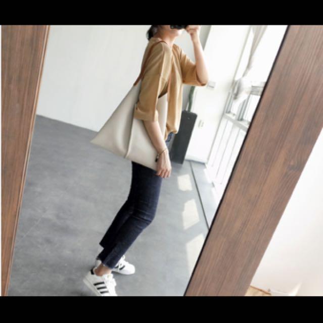 灰白側包包