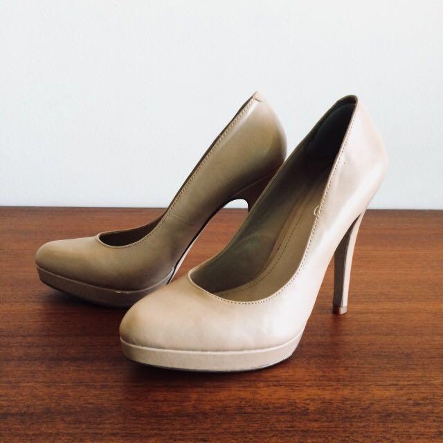 Aldo Nude Heel Size 6