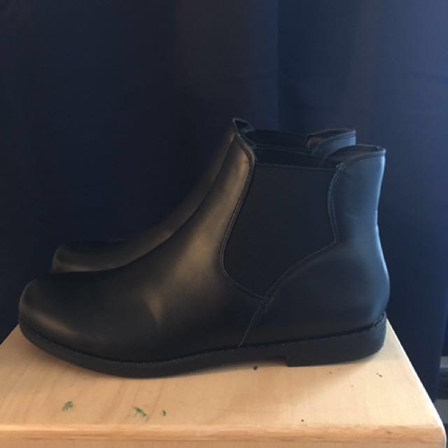 Boohoo pull on Chelsea Boot