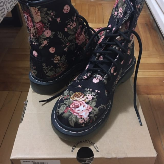 Dr. Martens Victorian Flowers