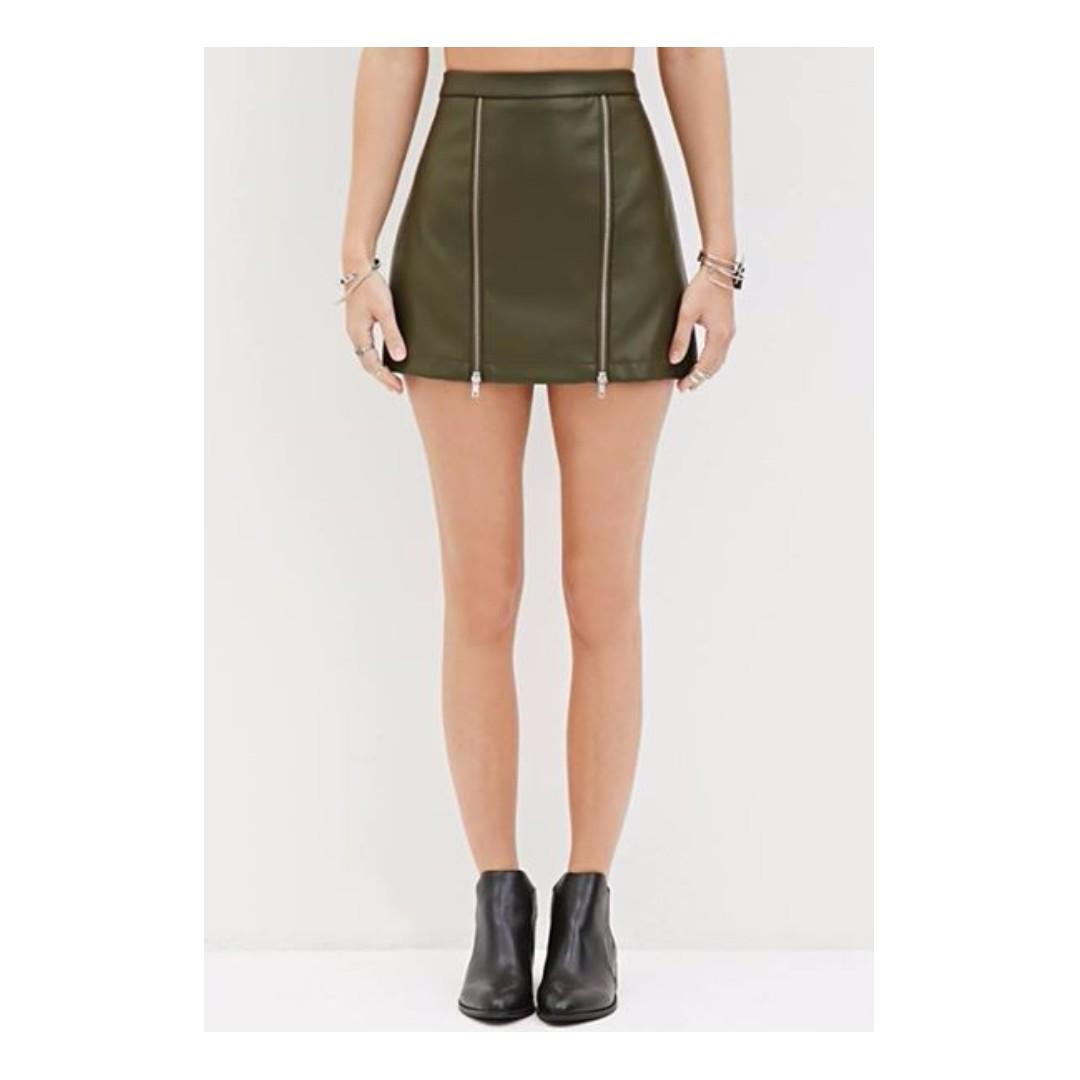 Forever 21 Women's Green Zippered Faux Leather Mini Skirt