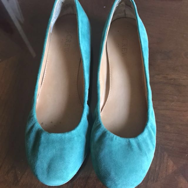 Green suede shoes size 6 1/2