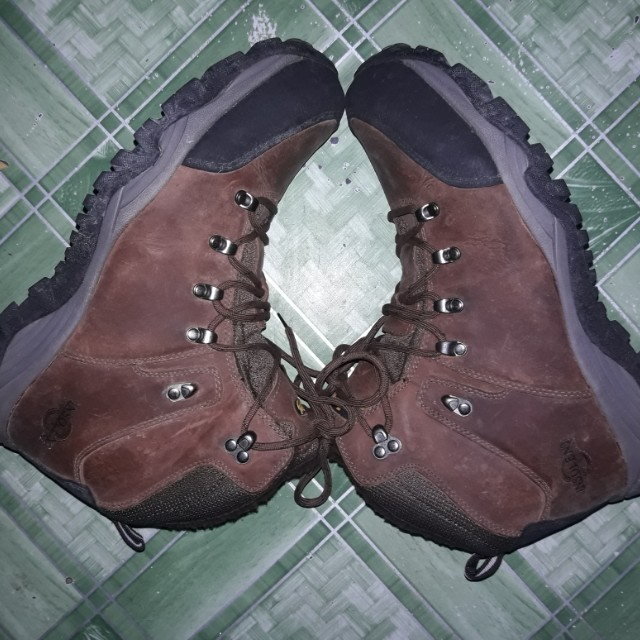 Insolent mountain boots