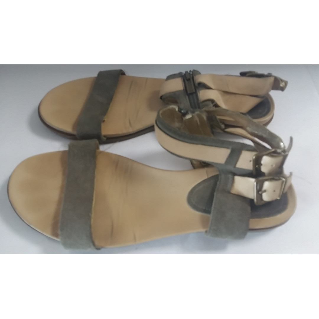 KENNETH COLE REACTION SANDALS (SIZE: 9 1/2)