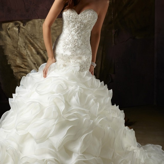 Mermaid Strapless Sweetheart Neckline Layered Organza Ruffle Pearl Wedding Dress Corset Back