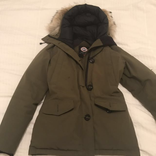 PRICE REDUCTION!! XS Canada Goose Montebello