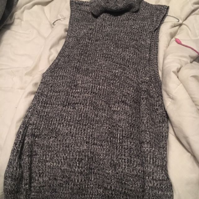 Size 2XL fits like a L turtle neck vest