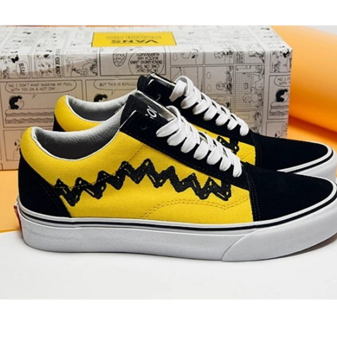 0876480f1a Vans Women Peanuts Snoopy Charlie Brown Old Skool Sneakers EU38 UK5 ...