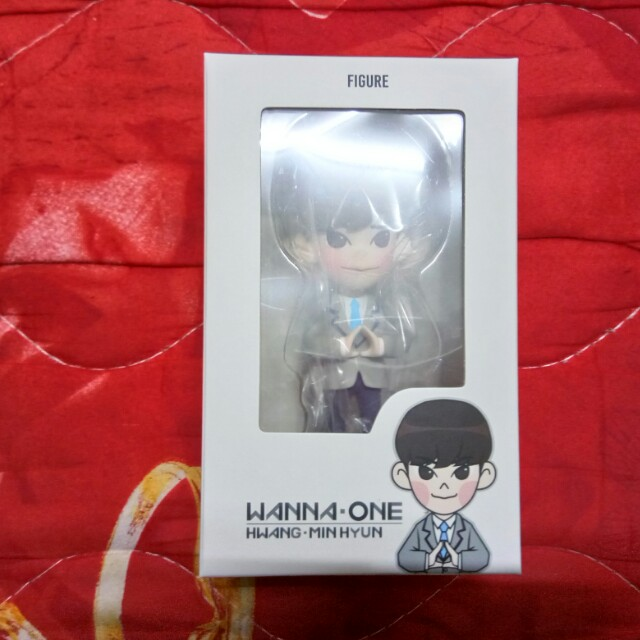 Wanna One (워너원) - 황민현 (Hwang Min Hyun) 4 Inch Figure + First Limited Poster