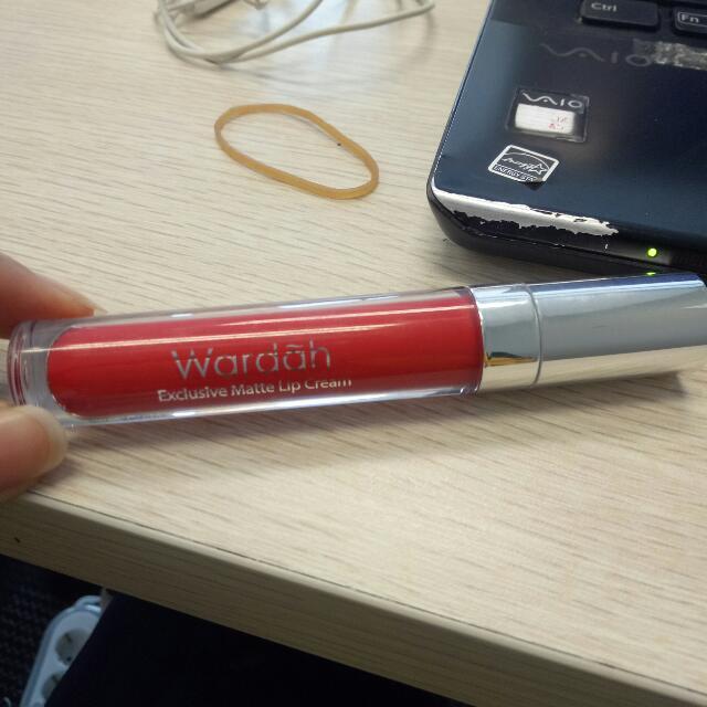 Wardah Lip Cream Matte No. 06 Feeling Red