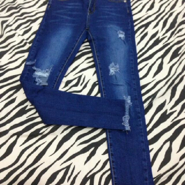 yuan jeans size S/27 ripped jeans