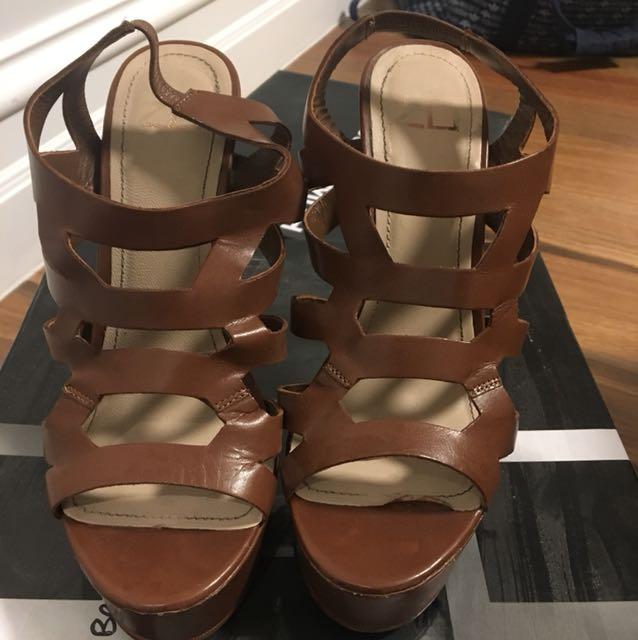 Zu Brown Heels