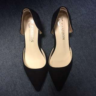 Like new black suede heels
