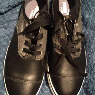 New Puma Sneakers size 40