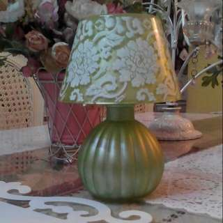 Green Floral Lamp-shaped Tealight Candleholder