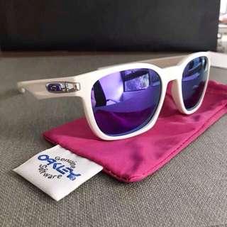 Oakley Holbrook Matte White/Violet Iridium Glasses