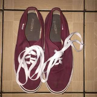 Divided H&M shoes maroon