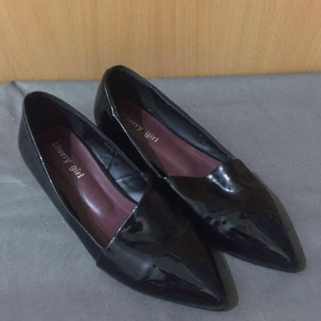 韓貨 漆皮尖頭平底鞋