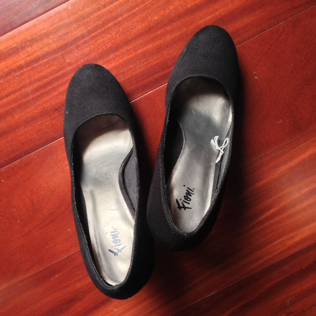Basic Black Pumps Size 7