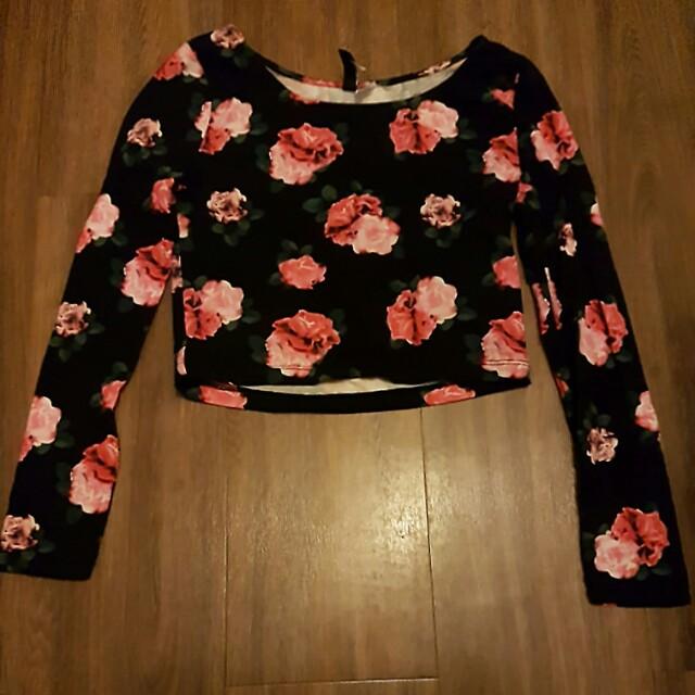 Black floral longsleeves crop top