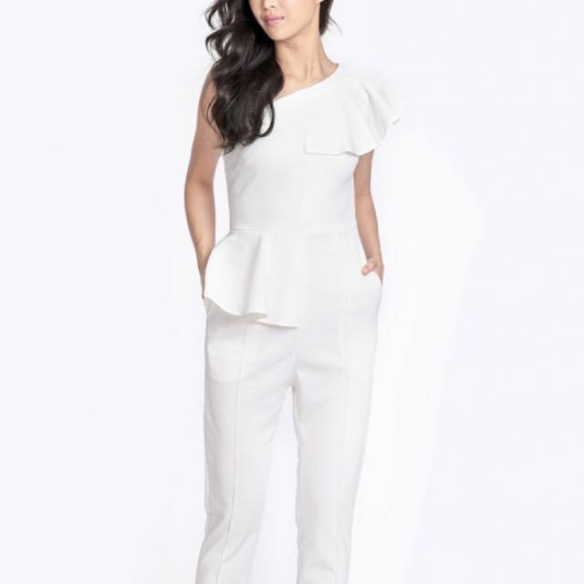 a19ea8fb1fc8 BNWT Amber Avenue Cayla Ruffle Jumpsuit In White