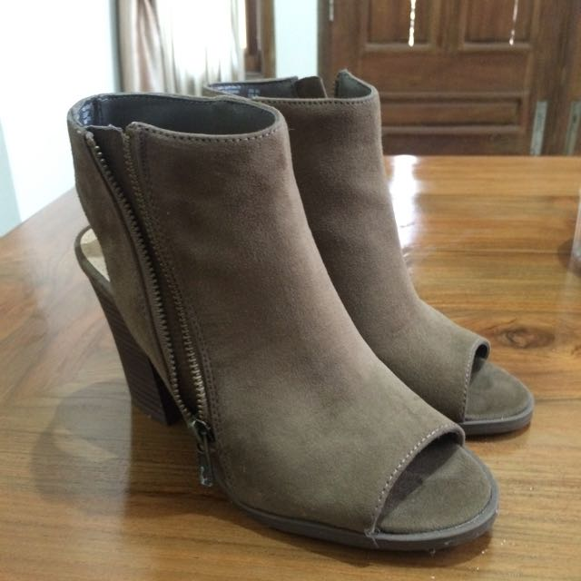 Brash boots army